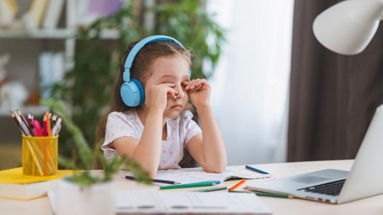 子供オンライン英会話スクール・レッスンに退屈する子供